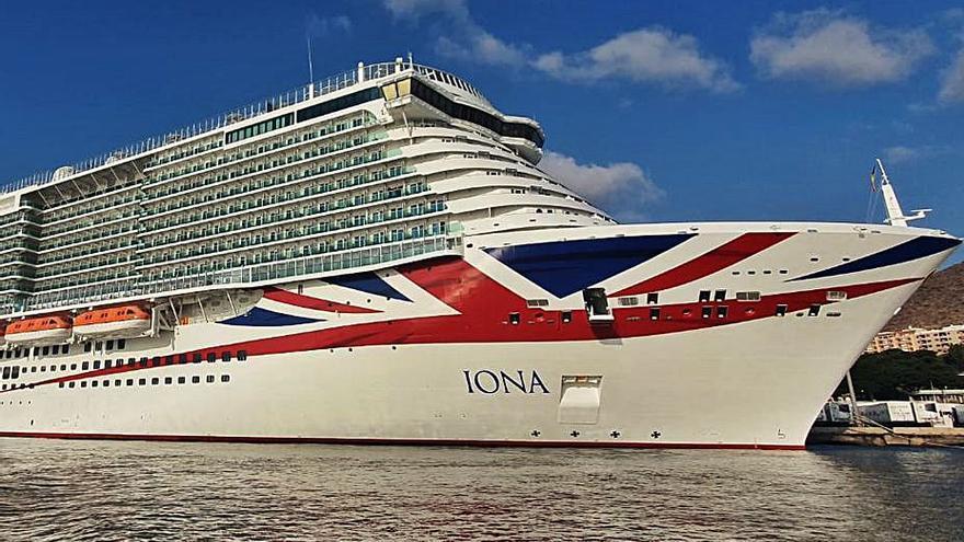 El Puerto de Santa Cruz recibe al mayor crucero para el mercado británico