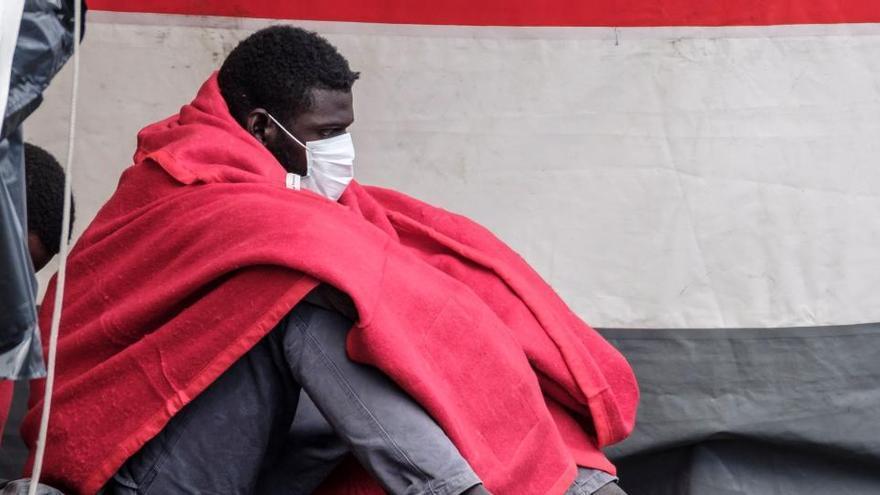 Rescatan un cayuco con 40 personas en Gran Canaria