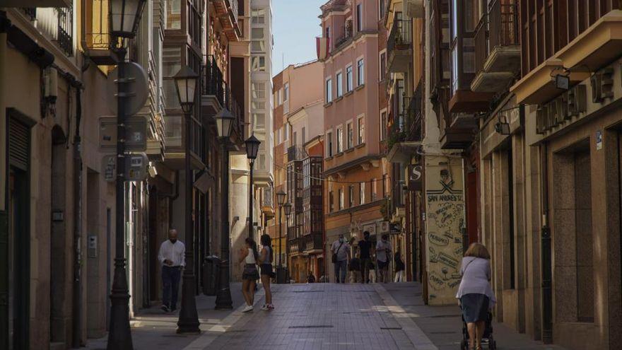 La renovación del adoquinado de la calle de San Andrés, más cerca