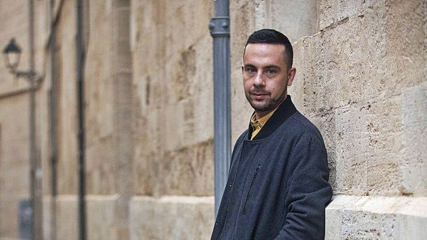 Gonzalo Hermo: «He buscado que 'L'enterrament' no fuera una novela de poeta»
