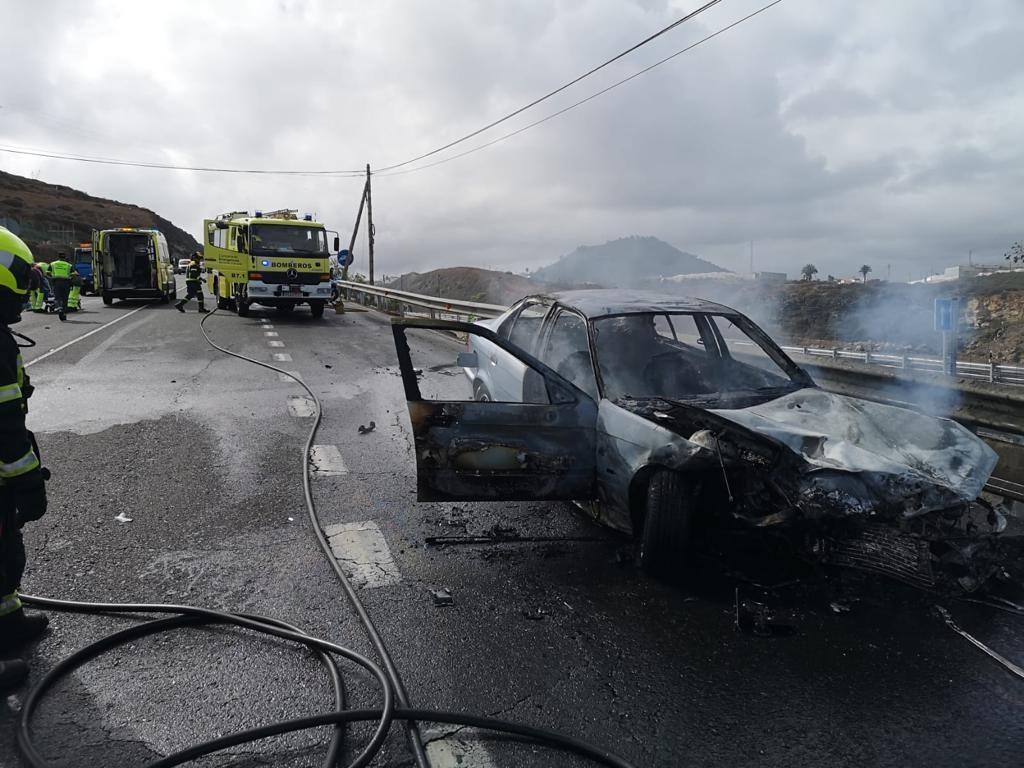 Arde un coche en Arucas (26/10/21)