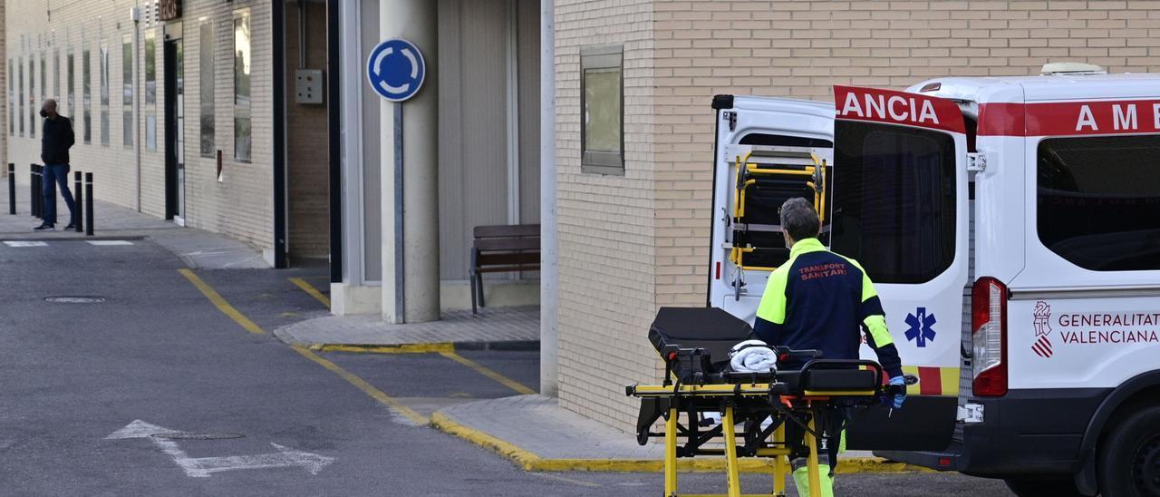 Entrada a las Urgencias del Hospital General de Elche