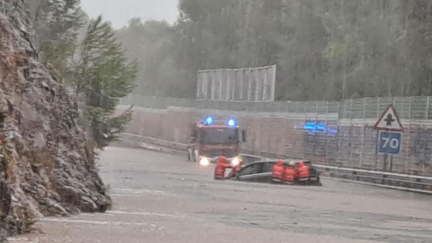 Straßensperren und Überschwemmungen wegen Starkregen auf Mallorca