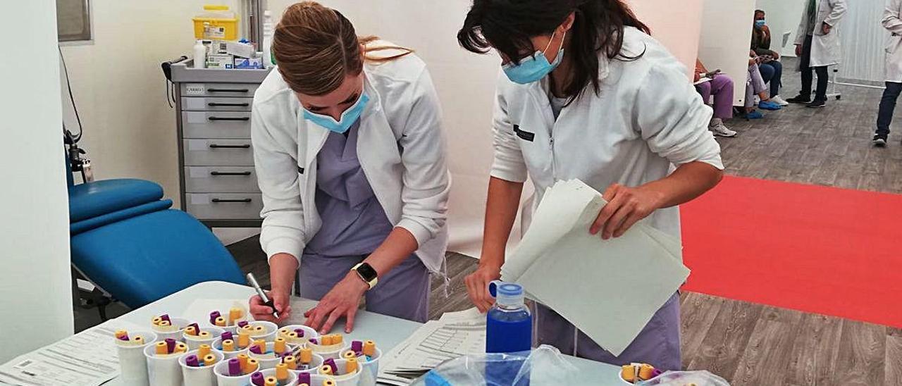 La consulta de seguimiento se ha llevado a cabo en el hospital de campaña del Hospital General de Alicante.