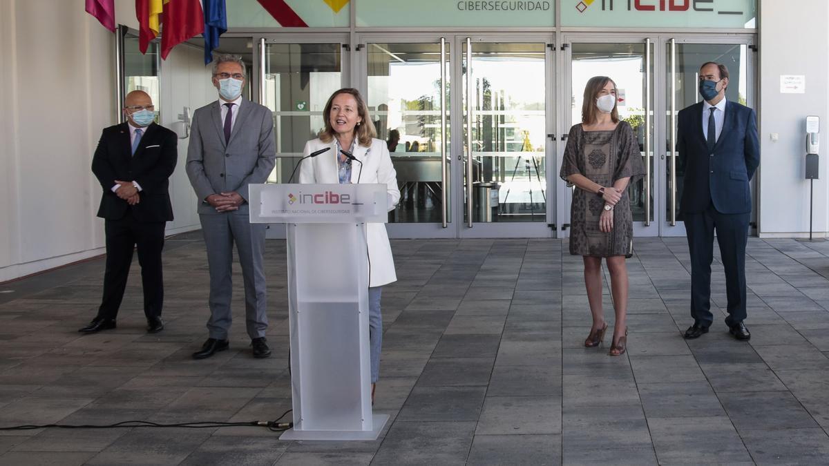 La ministra Calviño durante su visita a León.