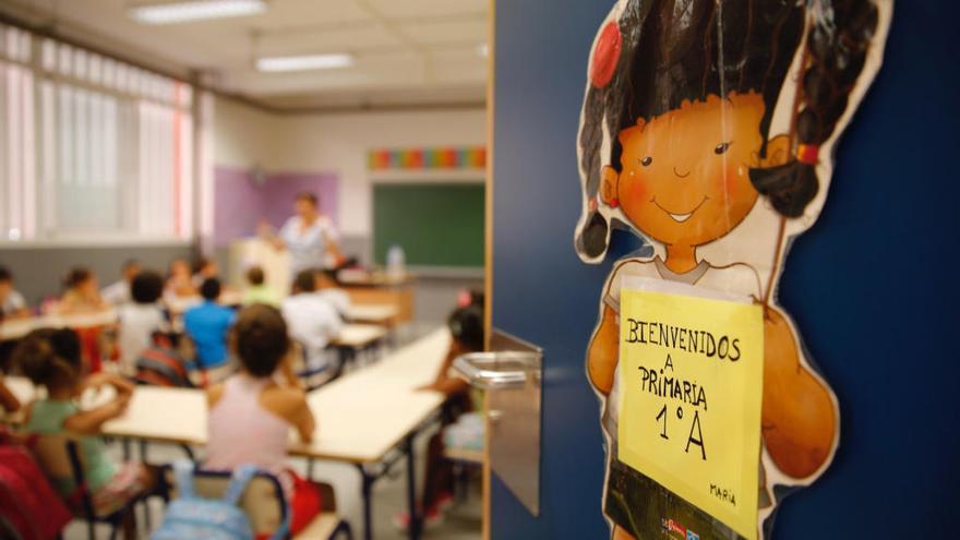 Educación cesa en plena evaluación final a docentes interinos sin nombrar sustituto