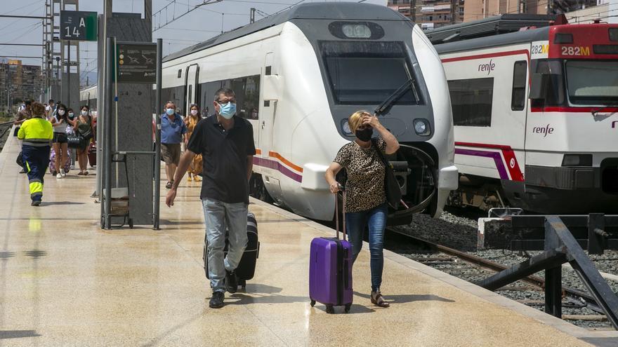 Renfe ha devuelto 2,4 millones de euros a los viajeros de Alicante que no han podido viajar durante el estado de alarma