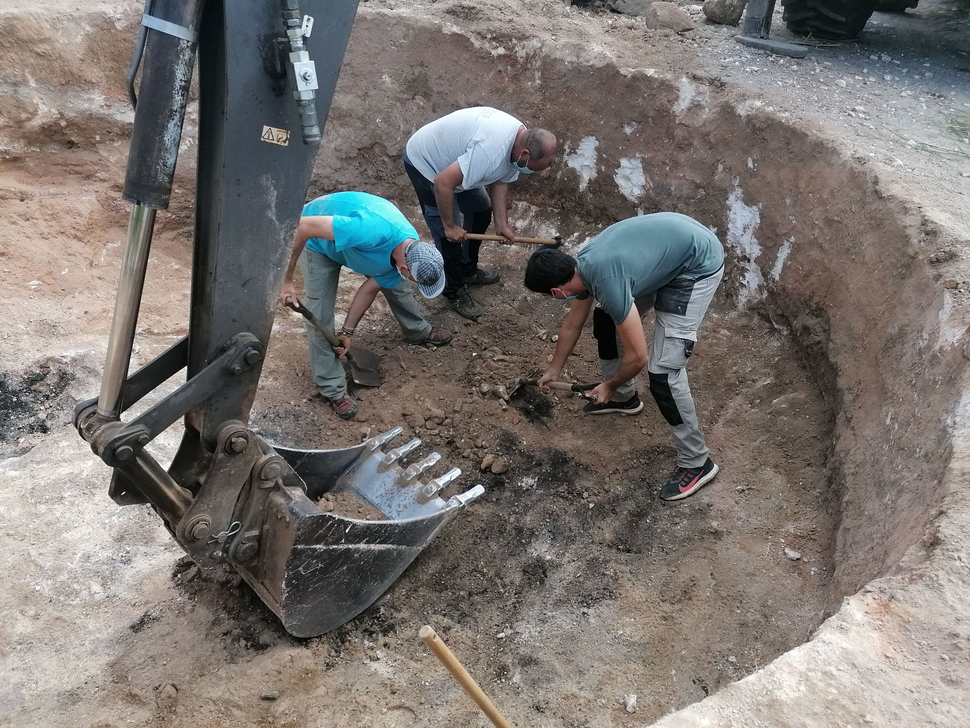 Fin a la excavación en la fosa del Coll d'Artà