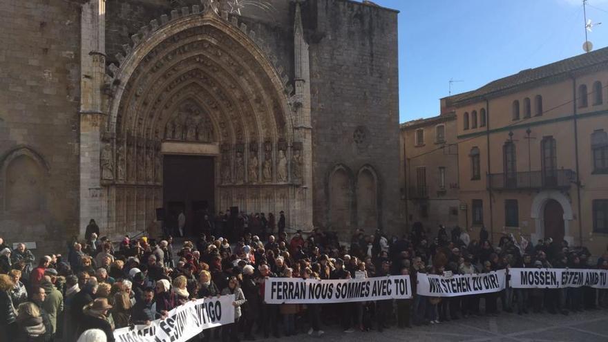Castelló desafia el fred per donar caliu a la reivindicació a favor de mossèn Ferran