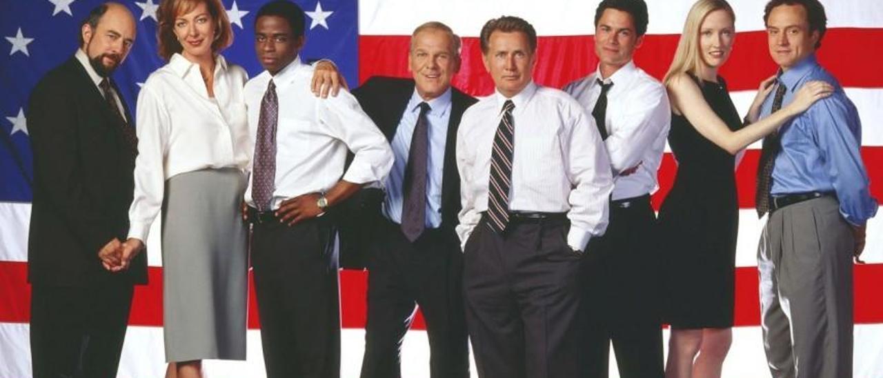 """El equipo de asesores del presidente de EEUU, en la serie """"El ala Oeste de la Casa Blanca""""."""