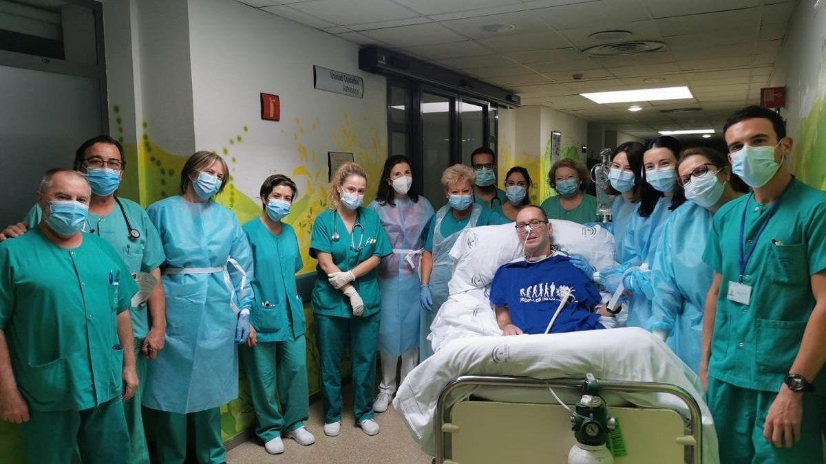 Vicente Bermúdez, el pasado 20 de enero, cuando entre aplausos, recibió el alta en el hospital Reina Sofía.