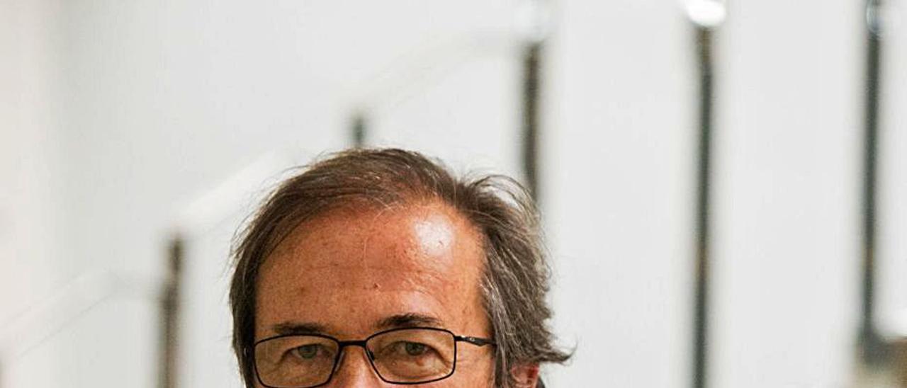 Javier Moro, ayer en la redacción de Levante-EMV. | FERNANDO  BUSTAMANTE