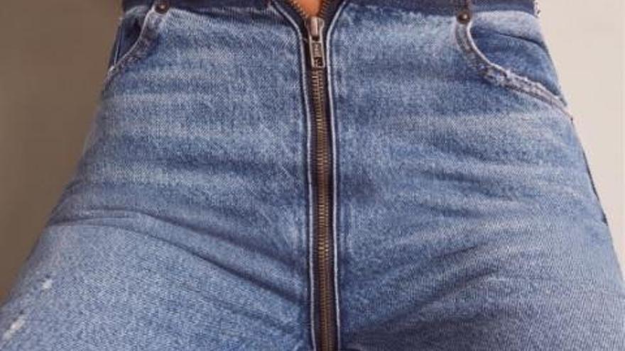Així són els polèmics jeans amb cremallera al cul