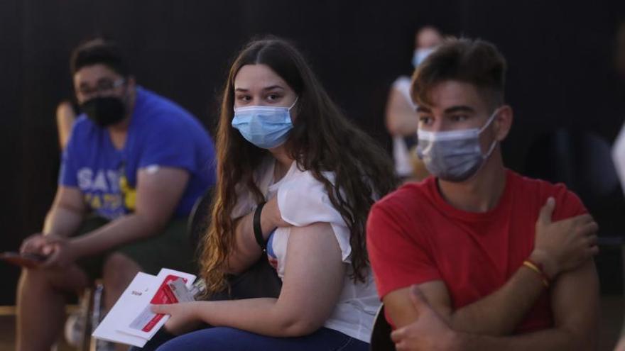 Cuatro fallecidos empañan una evolución de contagios a la baja