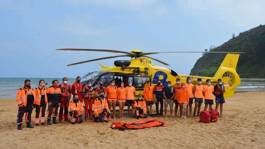 Así fue el simulacro de un rescate en la playa de Rodiles