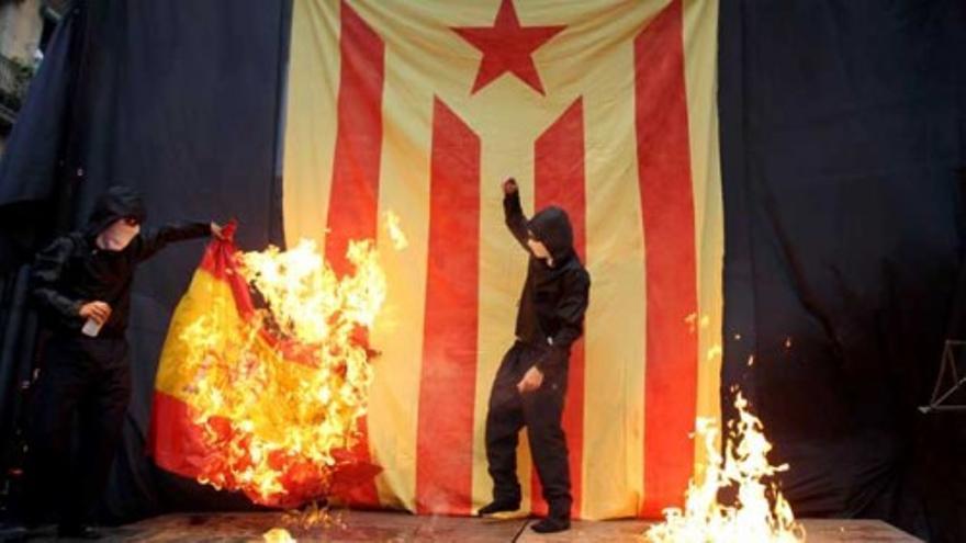 Més defiende quemar las banderas como libertad de expresión