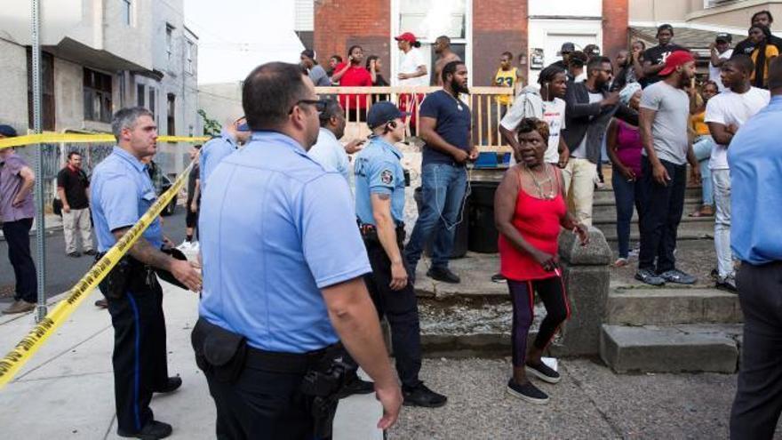 Seis policías heridos en un tiroteo en Filadelfia