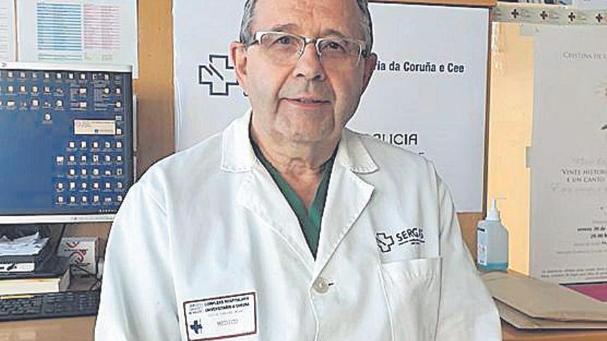 """David Freire, jefe de la UCI del Hospital de A Coruña: """"Vivimos una situación crítica, similar sino peor que en marzo"""""""