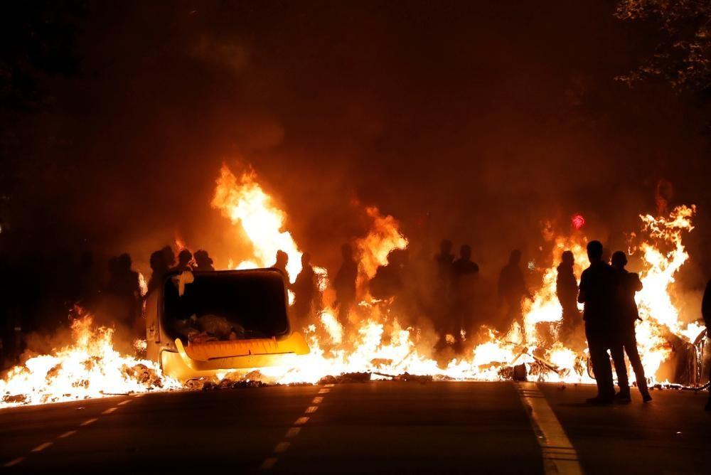 Aldarulls a Barcelona després de la manifestació contra la sentència