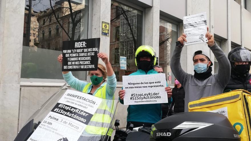 """Más de 2.000 'riders' reclaman al Gobierno su """"legítimo derecho"""" a elegir ser asalariado o autónomo"""