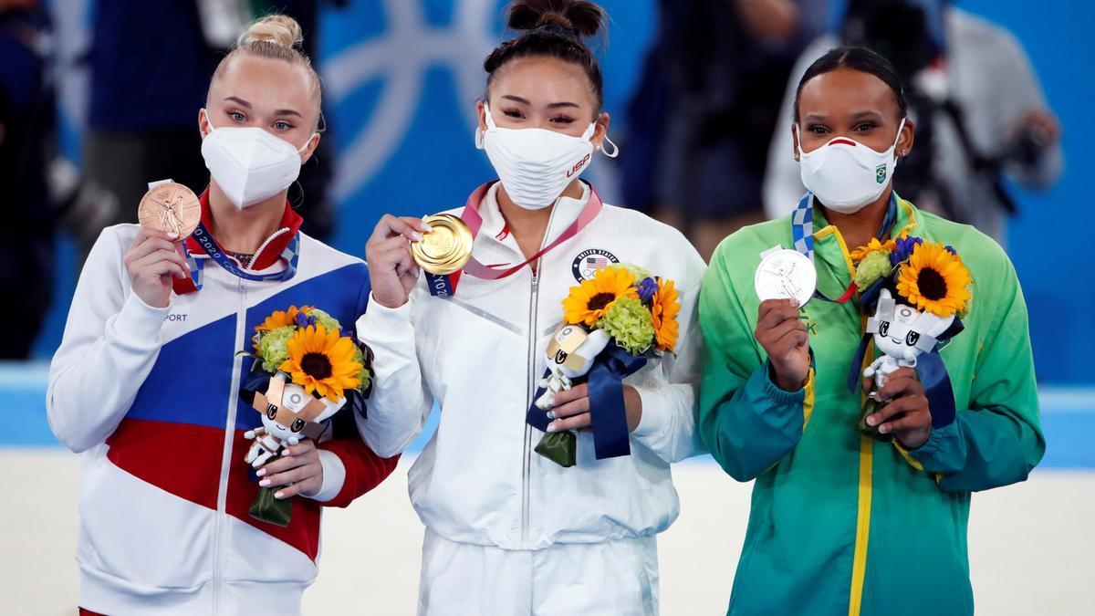 Las tres medallistas en gimnasia artística de Tokio 2020.
