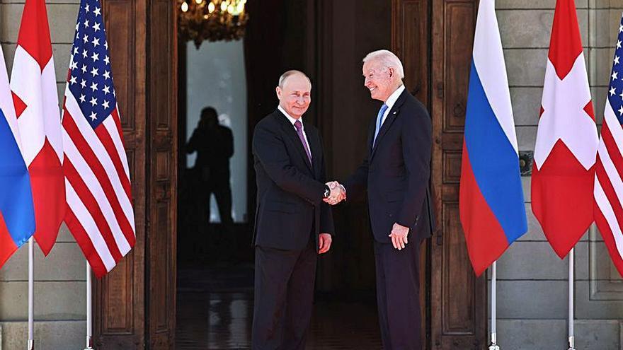 Biden i Putin obren a Ginebra el camí per a un incert i complicat diàleg
