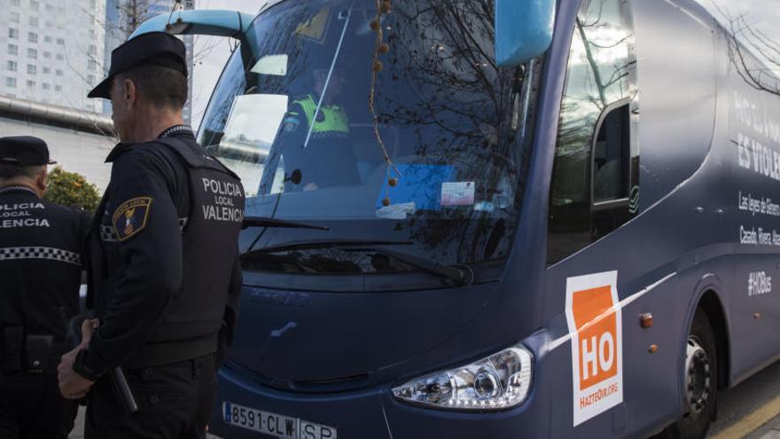 Un juez investigará al autobús de HazteOír por un delito de odio contra las mujeres