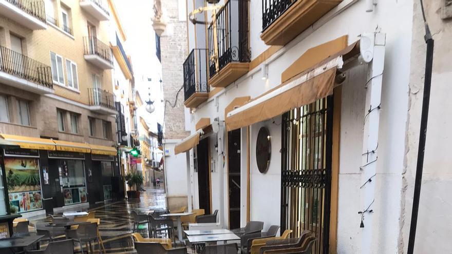 La tromba de agua provoca la caída de una cornisa en Lorca