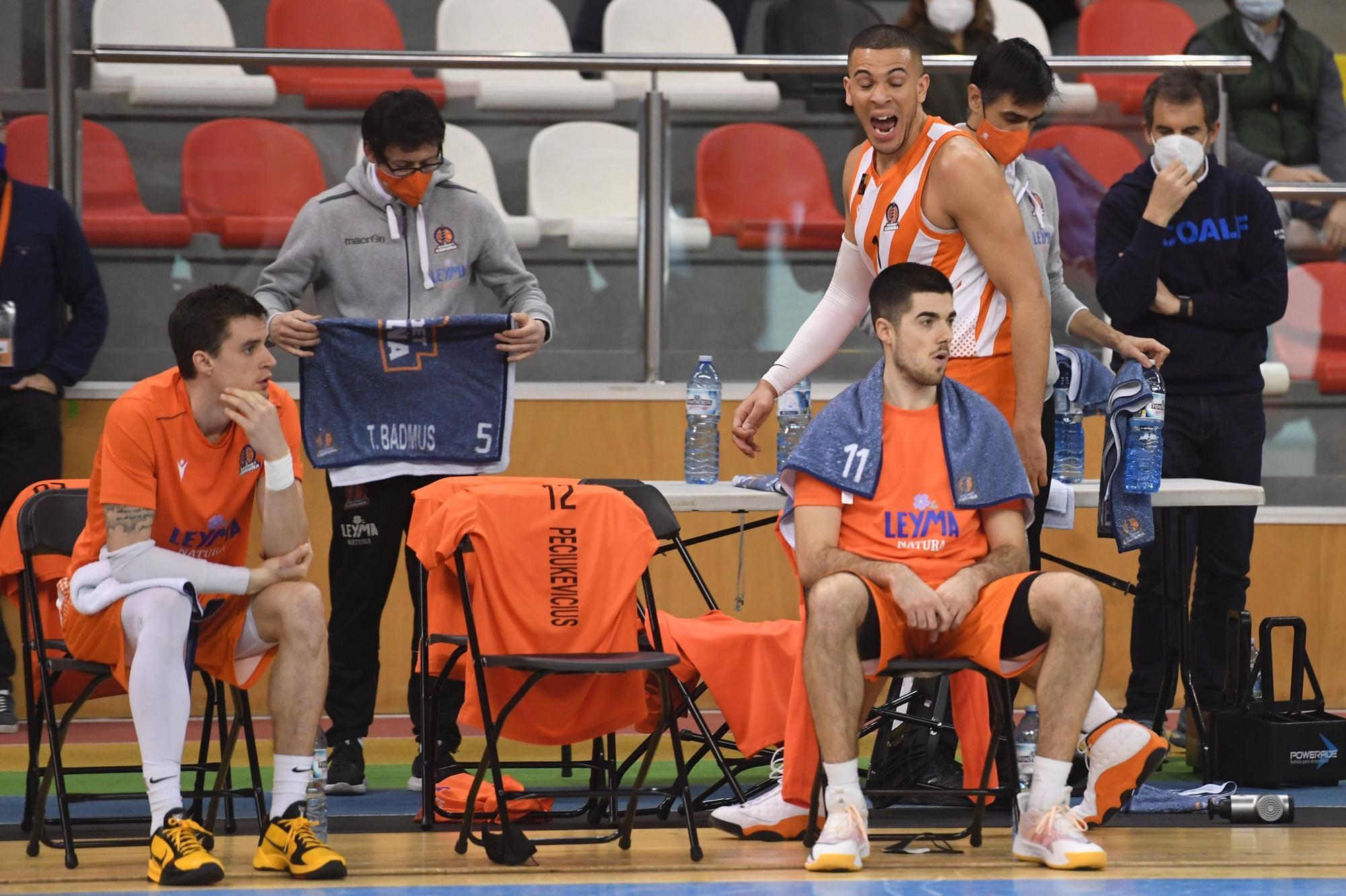 El Leyma gana a Cáceres, pero pierde a Pecius por una grave lesión
