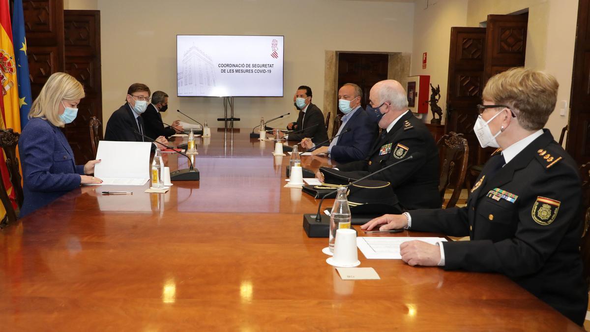 Reunión de Ximo Puig y Gabriela Bravo con Delegación del Gobierno, FVMP y fuerzas de seguridad