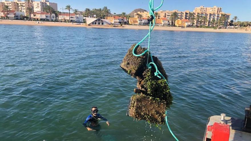 Medio Ambiente retira media docena de fondeos ilegales en Playa Honda