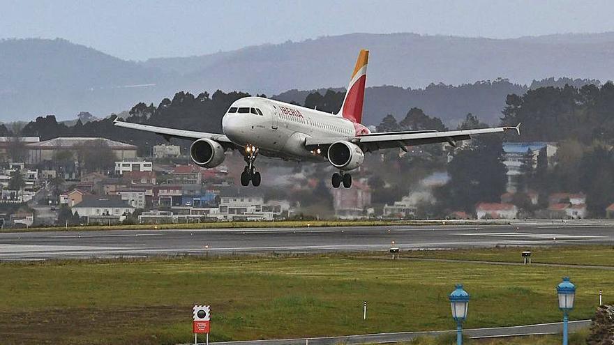 La pandemia desploma la demanda en Alvedro a 600 pasajeros al día, un 82% menos