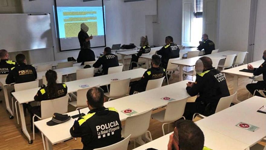 La Policia Local de la Bisbal rep formació sobre l'ús de les pistoles de gas pebre
