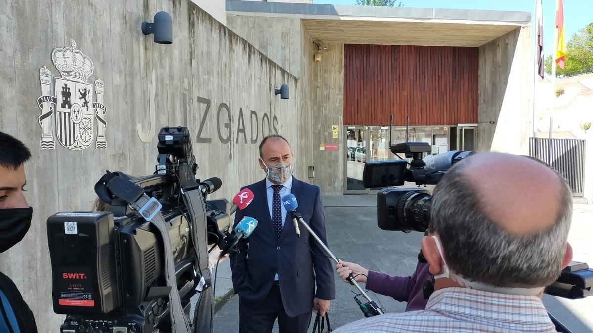 El abogado de las familias explica el contenido de la declaración del exdirector, ante el juzgado.