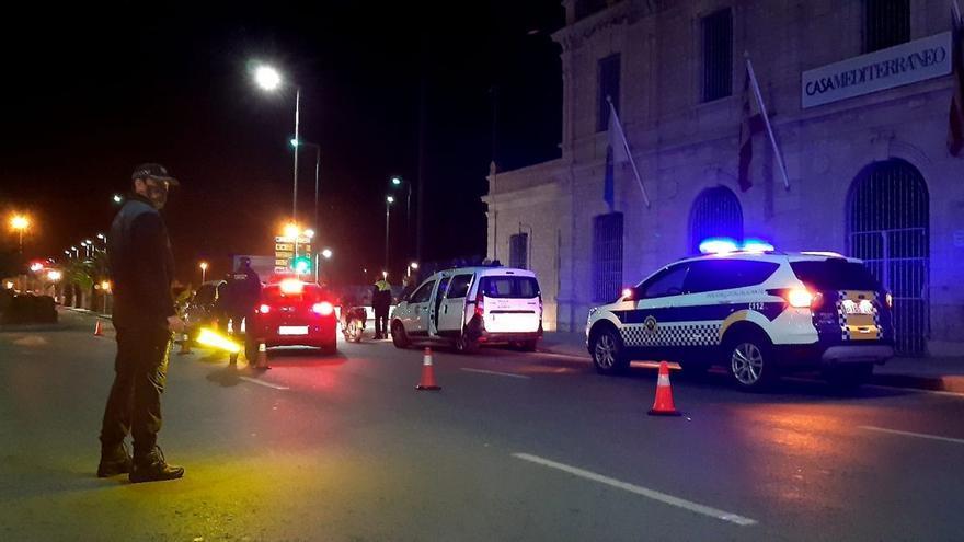 La Policía desaloja una fiesta en un local de ocio de Alicante con personas bailando y sin mascarillas