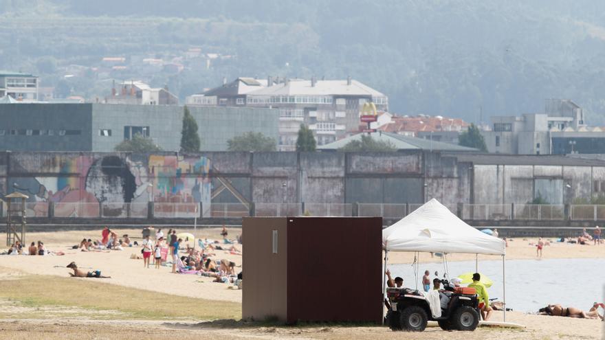 Fallece un hombre de 80 años mientras mariscaba en la playa Compostela