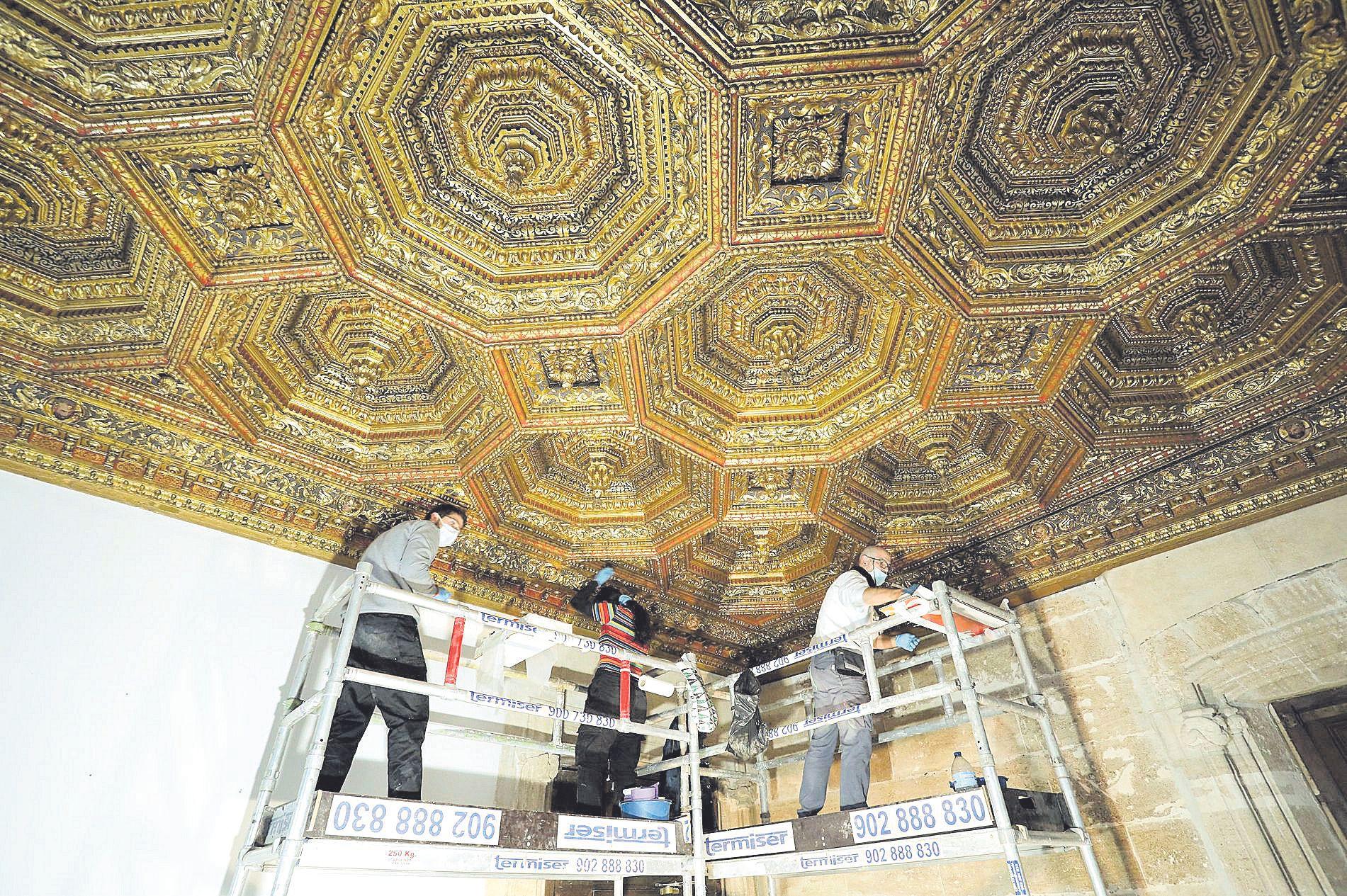 La sala Xica del Palau recupera su esplendor