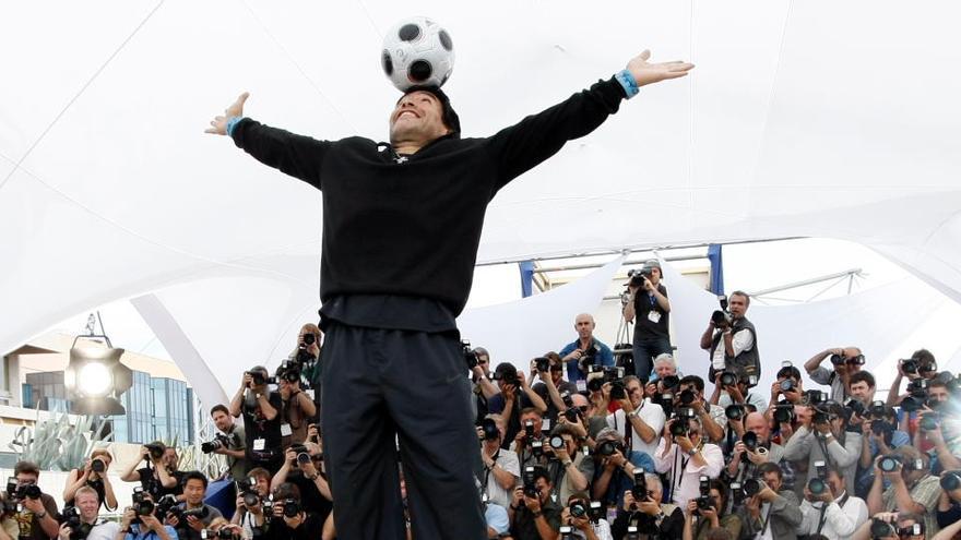 'Dios de la mano a Maradona', por M. Vallés