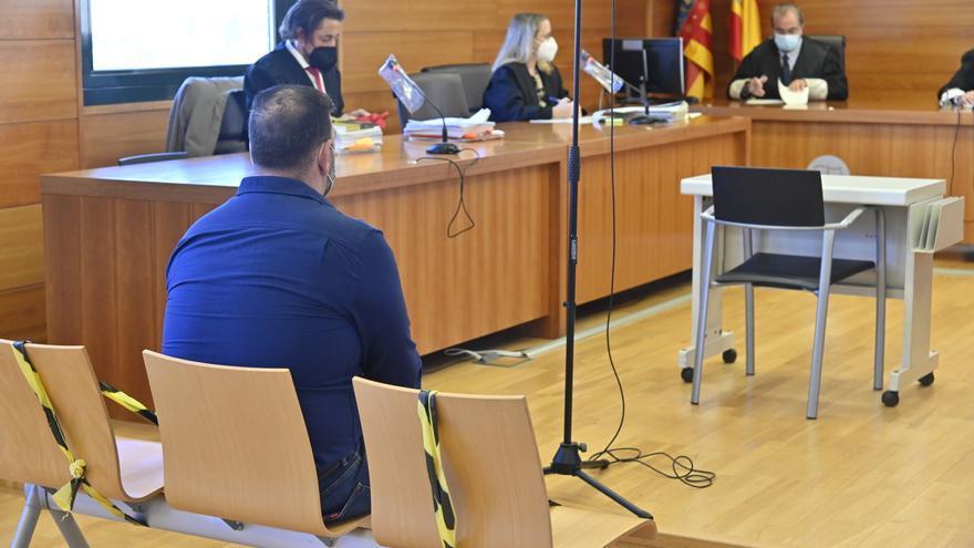 El portero acusado de dejar en coma a un cliente en Alcossebre admite que le golpeó