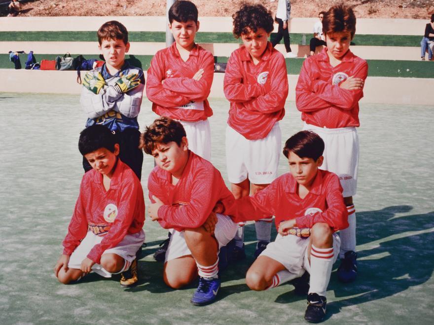 CE Eivissa benjamín de fútbol sala, en pistas de Can Misses. Liga 97-98.