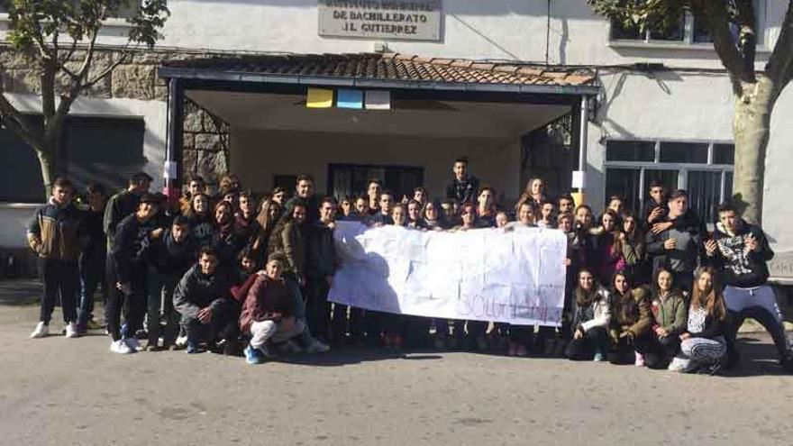 Alumnos del IES de Muga protestan contra la Lomce