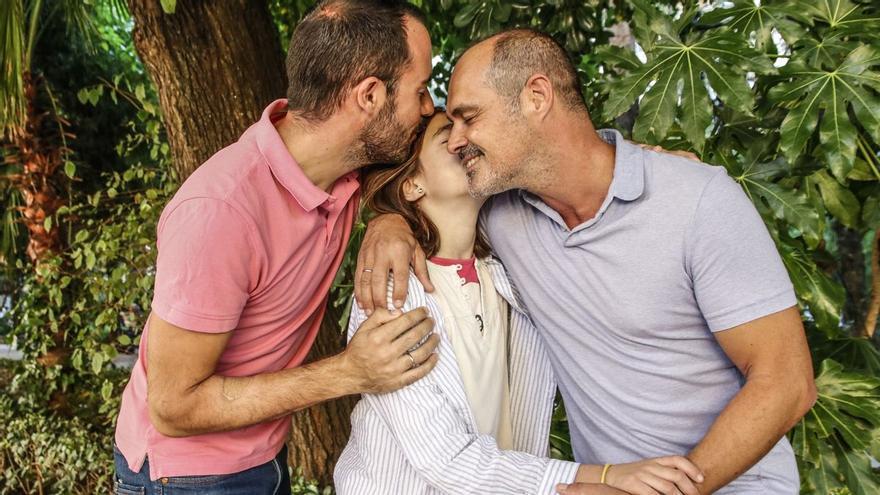 Álvaro y Javi, los dos papás extremeños a los que la adopción les cambió la vida