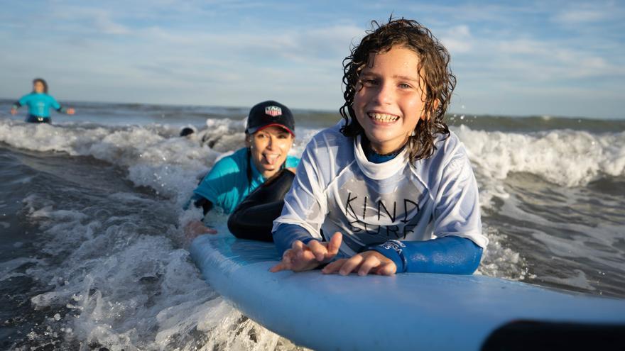 Este domingo surf solidario con la ONG Kind Surf en La Patacona