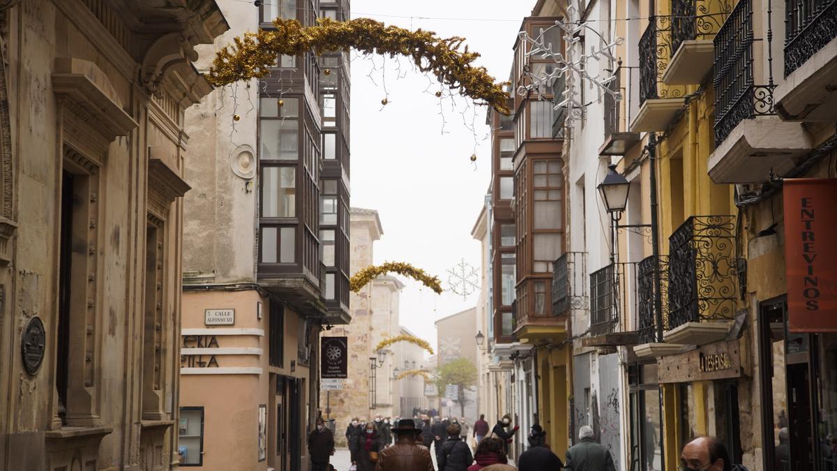 Luces de Navidad en el centro de Zamora.
