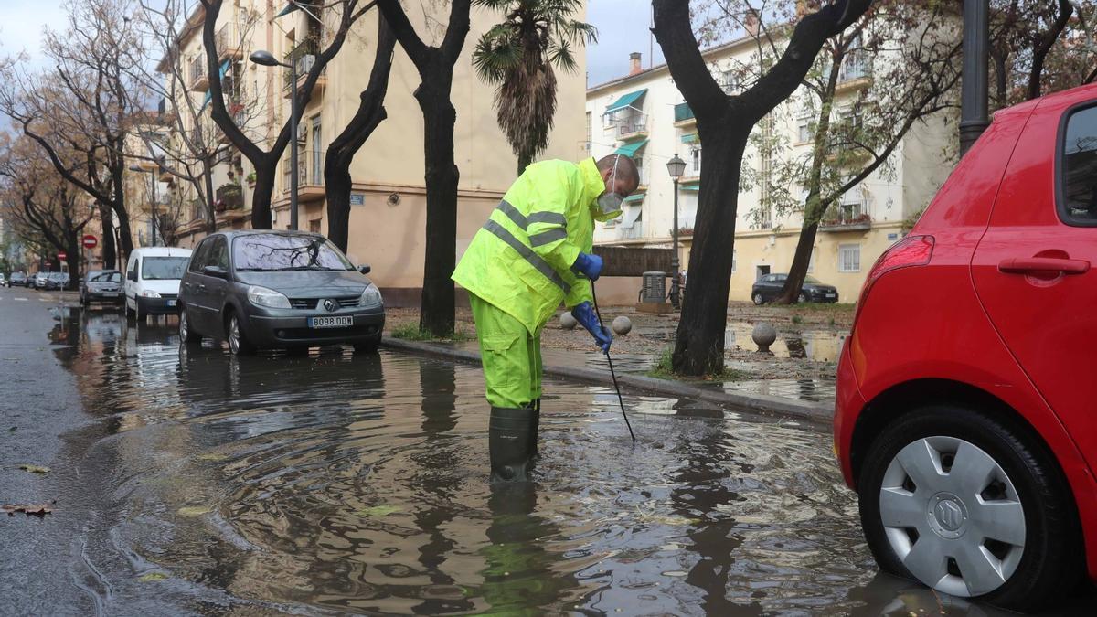 Una fuerte tromba de agua y granizo ha afectado València y toda la Comunitat Valenciana