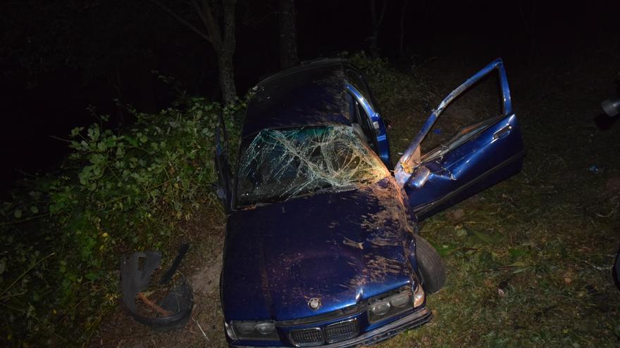 Herido grave tras caer por un desnivel de ocho metros el coche en que viajaba