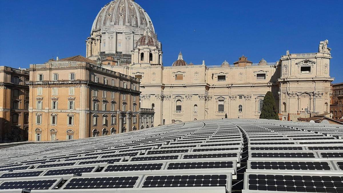 Varias placas solares en Ciudad del Vaticano