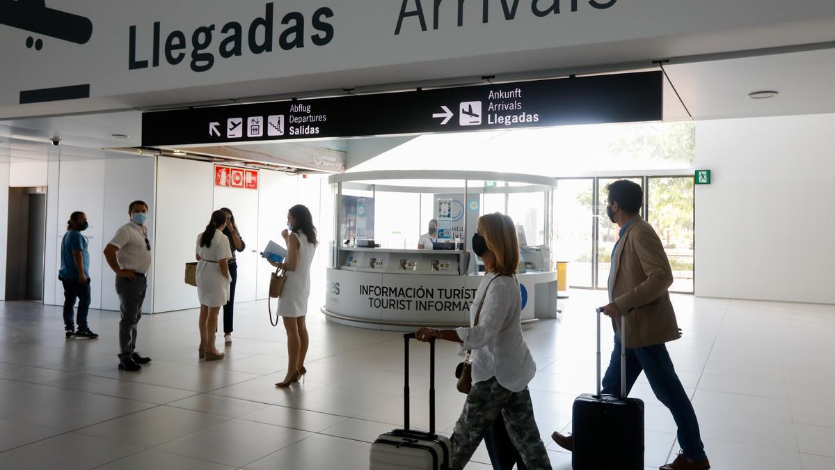 Pasajeros en el Aeropuerto de Murcia.