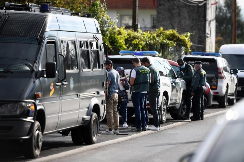 La operación policial contra en narcotráfico en barrios de Poio. // Gustavo Santos