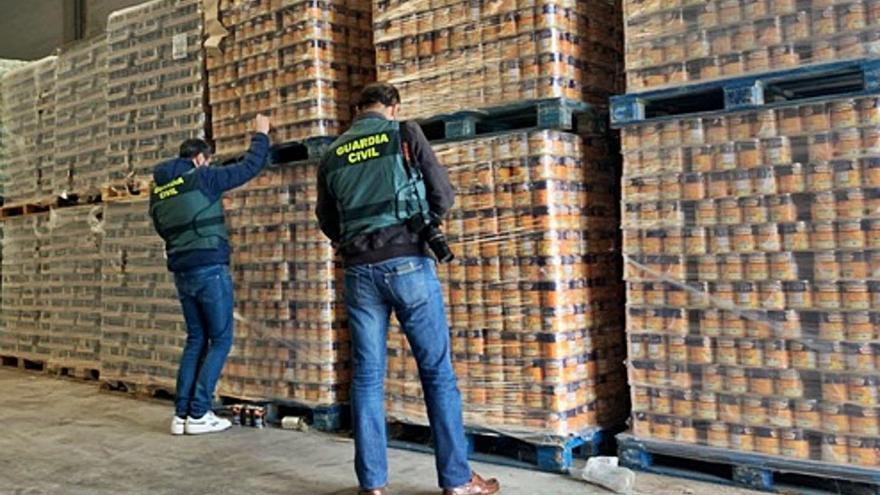 La Guardia Civil interviene 176 toneladas de alimentos deteriorados a Amigos de Galicia